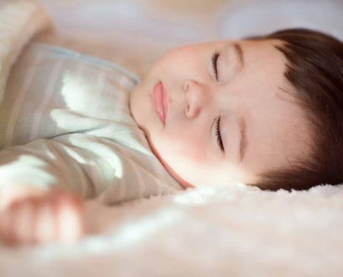 Bebeğim gündüz ne kadar uyumalı